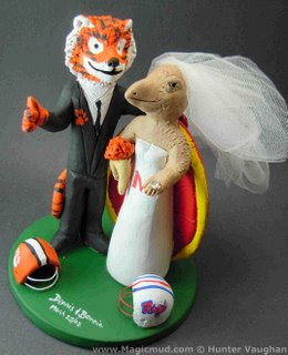 Modern Wedding Cake Toppers on Wedding Cake Topper Of The Day    Clemson Tiger Weds Maryland Terrapin